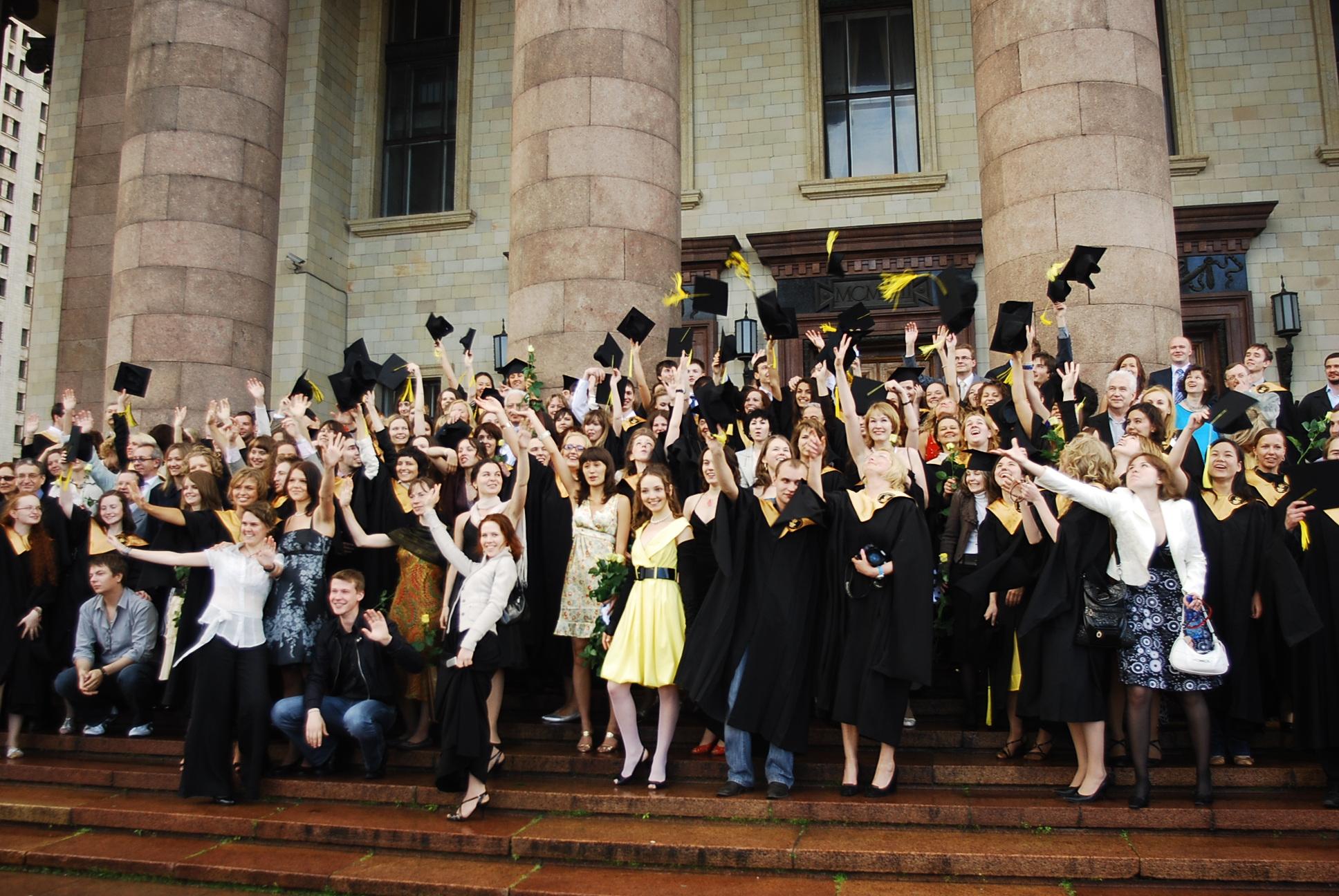 Вручение дипломов выпускникам факультета психологии МГУ