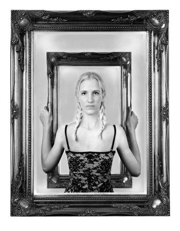 mirror.jpg (33767 bytes)